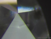 Small diamond cristal included in diamond, producing external graining