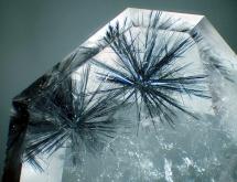 Hollandite in quartz