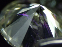 Flash effect in fracture-filled diamond