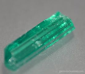 emerald-muzo-calcite-pyrite-inclusions-077-2.jpg