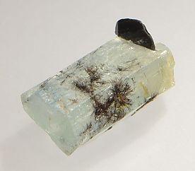 columbite-tantalite-inclusions-aquamarine-359-3.JPG