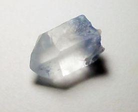 dumortierite-inclusions-quartz-2.jpg